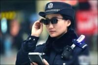 我国警察配备智能眼镜 几秒钟便识别出犯罪分子